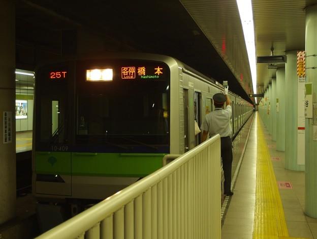 都営新宿線市ヶ谷駅1番線 都営10-400F各停橋本行き客終合図