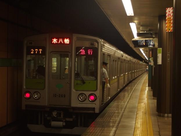 都営新宿線森下駅2番線 都営10-260F急行本八幡行き停止位置よし
