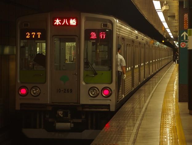 都営新宿線森下駅2番線 都営10-260F急行本八幡行き前方確認