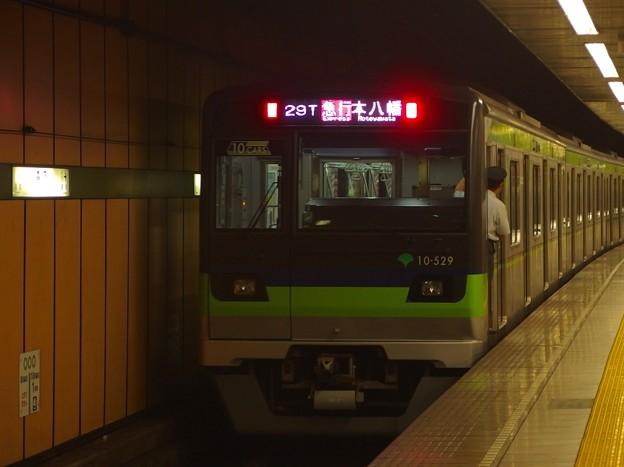 都営新宿線森下駅2番線 都営10-520F急行本八幡行き前方確認(ヨセ)
