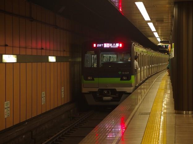 都営新宿線森下駅2番線 都営10-520F急行本八幡行き前方確認