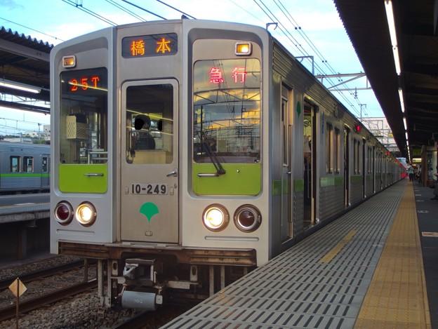 京王線桜上水2番線 都営10-240F急行橋本行き(ローアングル)