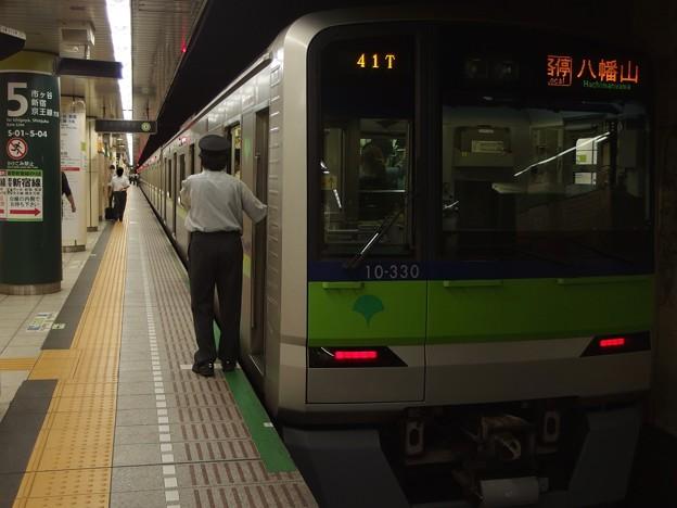 都営新宿線九段下駅5番線 都営10-330F各停八幡山行き笛扱い