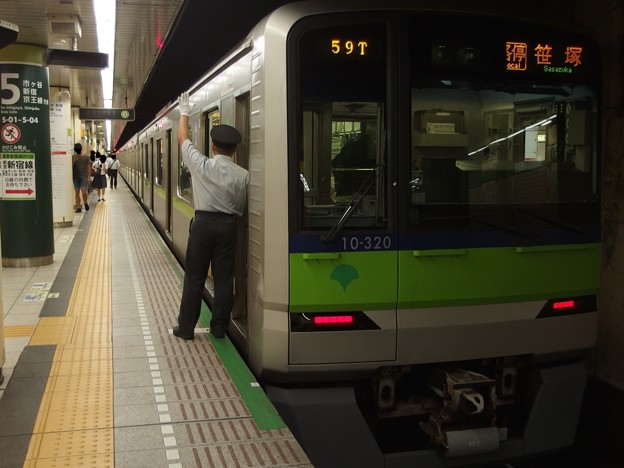 都営新宿線九段下駅5番線 都営10-320F各停笹塚行き客終合図