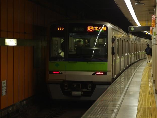 Photos: 都営新宿線新宿三丁目駅2番線 都営10-330F各停本八幡行き前方確認