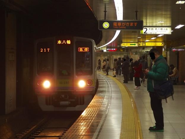 都営新宿線曙橋駅2番線 都営10-280F各停本八幡行き進入
