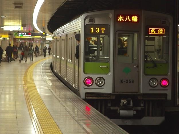 都営新宿線曙橋駅2番線  都営10-250F各停本八幡行き前方確認