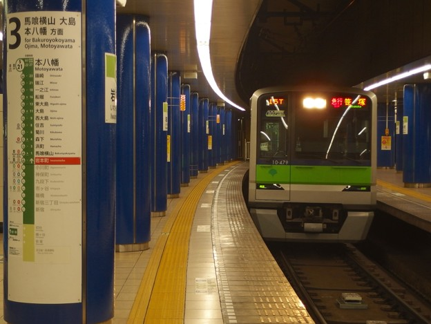 都営新宿線岩本町駅2番線 都営10-470F急行笹塚行き通過