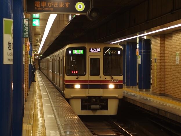 都営新宿線岩本町駅3番線 京王9042急行本八幡行き通過