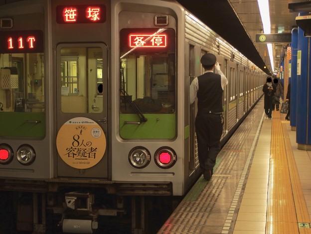 都営新宿線岩本町駅1番線 都営10-240F各停笹塚行き側面よし