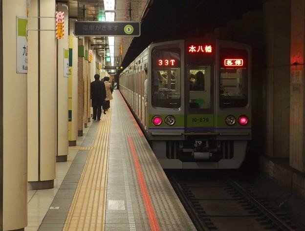都営新宿線九段下駅6番線 都営10-270F各停本八幡行き前方確認