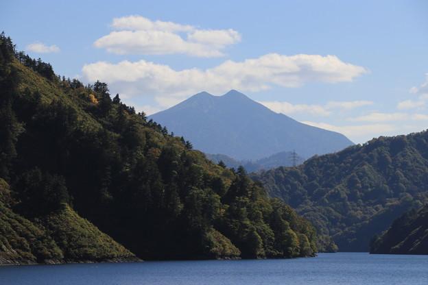 Photos: 奥只見湖から燧ケ岳を望む