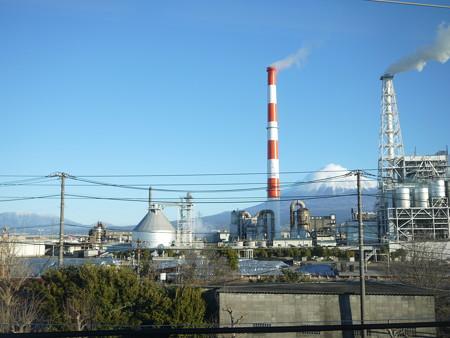 工場と富士山(工場夜景撮りたーい!)