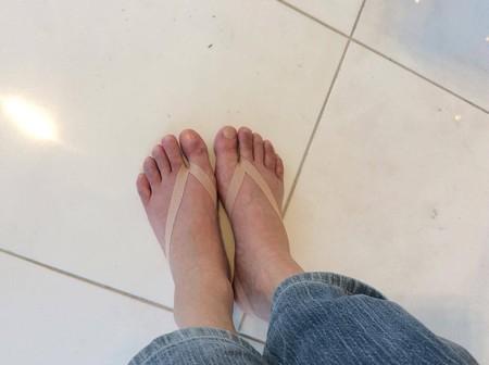 左足もテーピングをしたら、どす黒い色がピンク色に変わっていったんですよ!