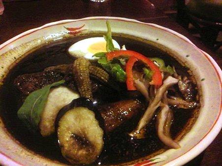 音更「shambhara天竺」のシャンバラ黒カリー(豚角煮)