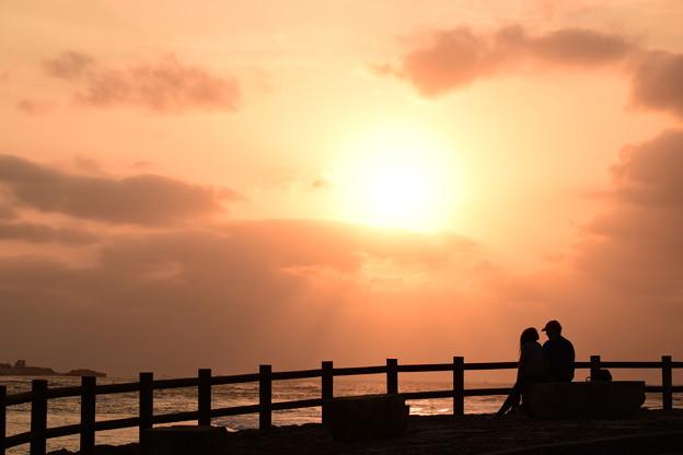 夕日と二人