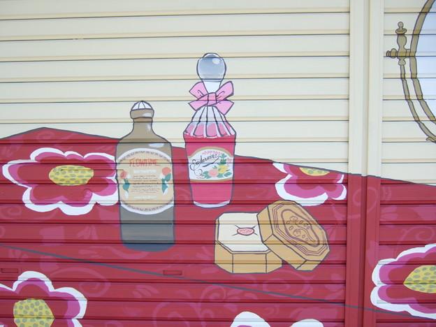 粕壁宿の歴史壁画 ~かぶや化粧品店~ 部分