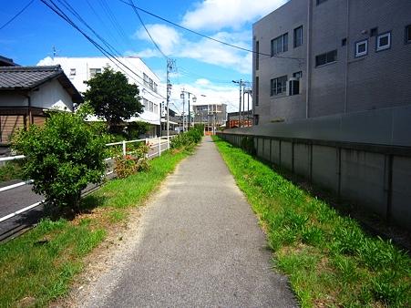 知立駅への道