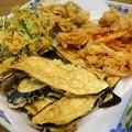 Photos: 野菜のかき揚げ、うどんの具