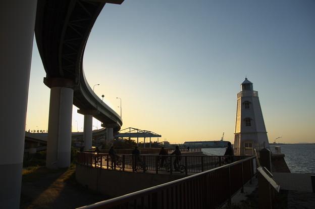 旧堺灯台とチャリンコ軍団