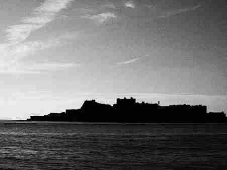 モノクロ端島