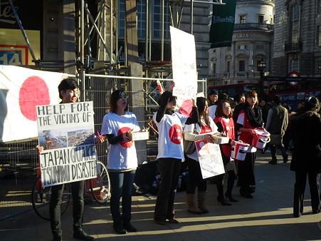 ロンドンの学生による募金活動