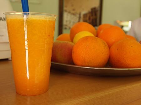 絞りたてオレンジジュース