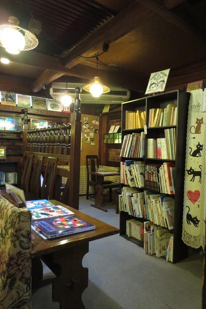 本のある空間(絵本喫茶)