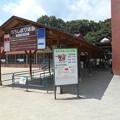 Photos: りんどう湖乳搾り体験コーナー