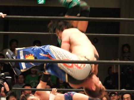 ドラゴンゲート B×Bハルク&斎藤了vs横須賀享&KAGETORA 20111012 (3)
