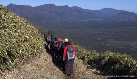 山の天気 竜ヶ岳 御坂山塊と西湖 遠くには三ツ峠山 1345