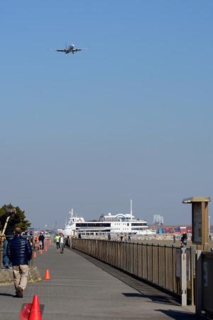 飛行機とレストラン船