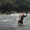 写真: アユ釣りとラフティング