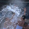 写真: ほとばしる力水