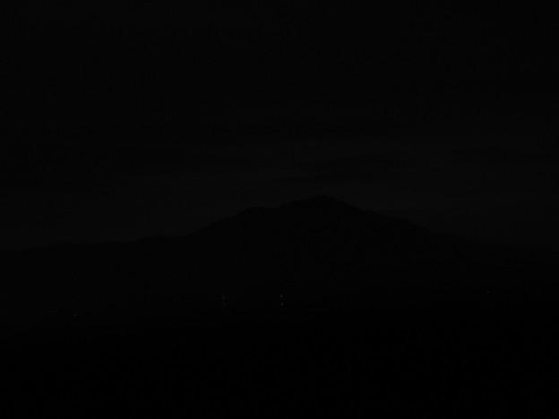 夜の天拝山から見る宝満山