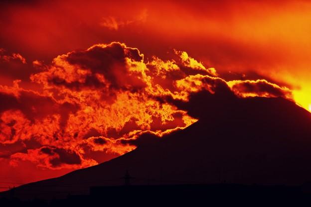 写真: 怒る富士。