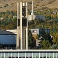 Photos: BYUのベル塔と背後にプロボ神殿