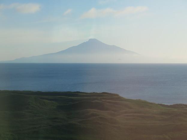 札幌から五時間半余り、抜海~南稚内の車窓から見える、利尻富士。 こ...