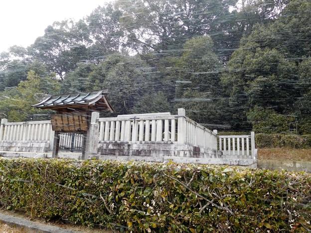 写真: 文武天皇陵 (2)
