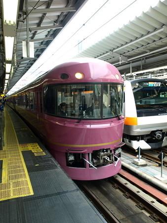 485系「宴」とE233系(新宿駅)2