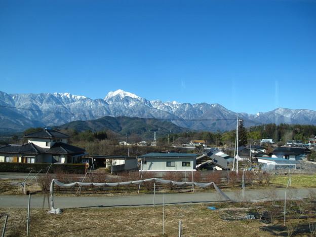 写真: 日野春駅過ぎたころの車窓