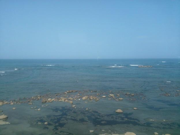 車窓より。美しい、海。