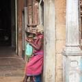 写真: インショウハ強烈 Old beggar woman in the temple
