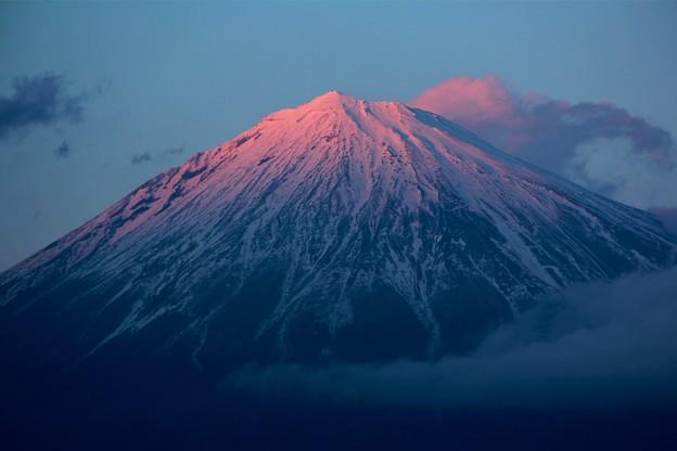 2月18日富士宮市からの夕方富士山~ てっぺんと雲がピンクに~(^ ^)