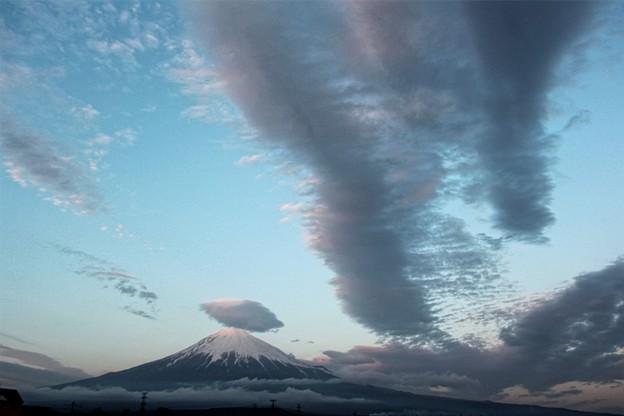 2月23日富士宮市からの夕方富士山~ 富士山の日にふさわしく、雲がダイナミックでした(^ ^)