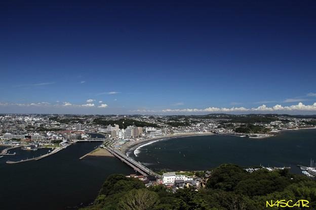 写真: 湘南海岸 江の島シーキャンドルより 26082016