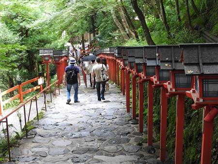 貴船神社 本宮11 灯籠の石段