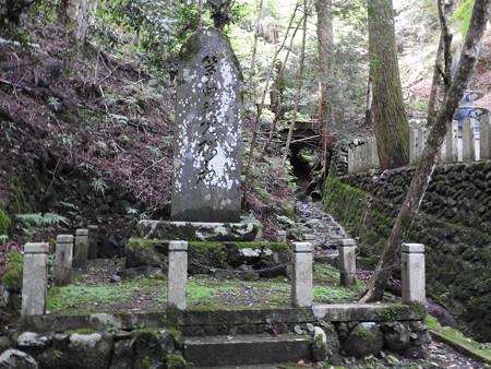 鞍馬寺43 箏曲「稚児桜」の碑