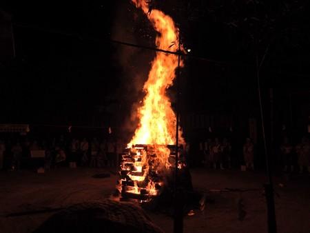 狸谷山不動院 火渡り祭07 鞍馬寺の「いのちの像」を思い出す