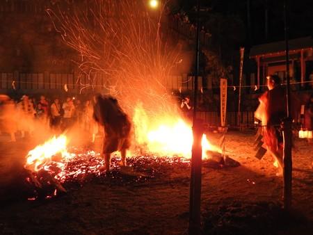 狸谷山不動院 火渡り祭24 火床作り